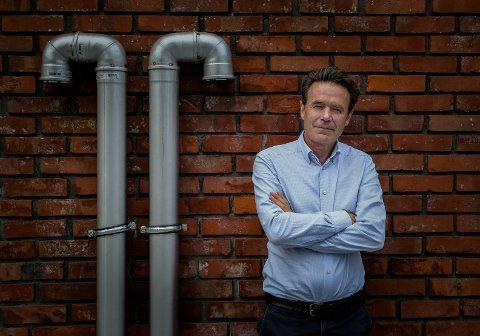 """NY ROMAN: Erik Grønner har lagt handlingen i sin nye roman """"Banesår"""" til Moss."""
