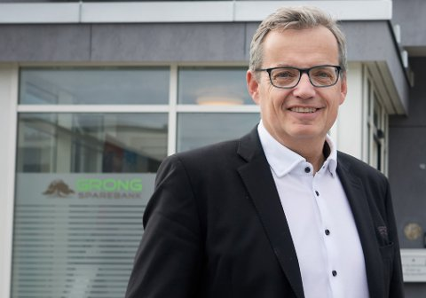 MEDVIND: Administrerende banksjef i Grong sparebank, Jon Håvard Solum, tror flodbølgen av nye kunder på avdelinga i Mosjøen vil gi flere nye ansettelser framover.