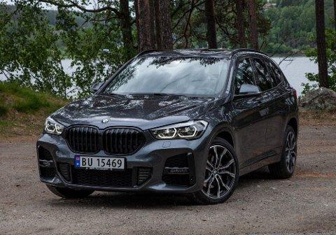 KREVER GOD REKKEVIDDE: Den kompakte og ladbare SUV-en BMW X1 kan få avgiftsøkning på over 40.000 kroner fra nyttår, hvis ny rekkeviddegrense blir innført.
