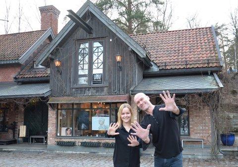 20 ÅR: Nordstrandsfotografene har i år 20-årsjubileum i Ljabruveien. Linn Olsen og Rolf Reinhardsen stortrives i det gamle huset ved Ljanselva.