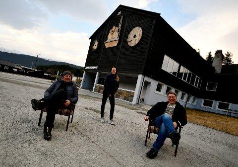 Gjermund Øihusom, Jeanette Olderløkken og Jo Ivar Kleiven håper folk vil delta i bilkortesjen også i år.