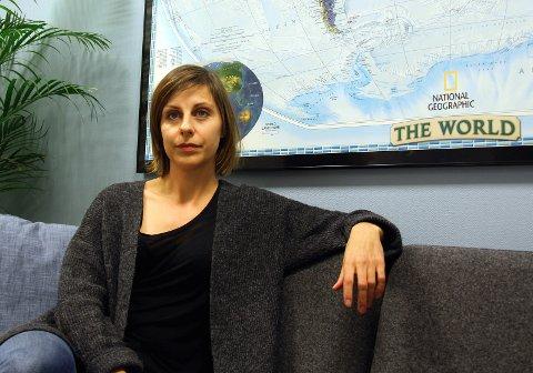 NEDLEGGELSE: FN-sambandets regionleder i Tromsø, Kine Olsen, frykter at kontoret legges ned og elevene mister viktig utdanning.
