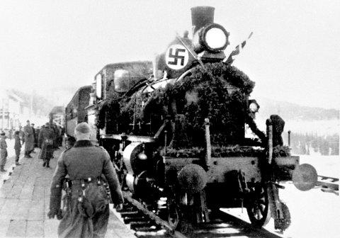 FEST: Tyskerne feiret hver etappe av Nordlandsbanen. Foto: Bjørn Westlies bok/Norsk Jernbanemuseum, Jernbaneverket