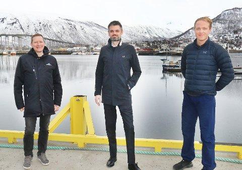 SATSER: Jon Eirik Jakobsen (t.v), Thorstein Klingenberg og Amund Dahl Vaagland er trioen bak selskapet Moloen Media AS.