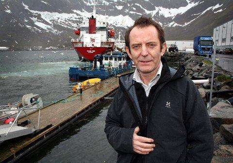 - BEDRE KONTROLL: Magnar Pedersen håper arbeidet i Ressursskontrollutvalget kan ende i et bedre system for å avdekke og kontrollere ulovlig omsetning av svart fisk.  Dette bildet ble tatt da han var direktør i Nergård.