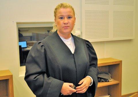 BA OM FENGSELSSTRAFF: Aktor og politiadvokat Trine Hanssen ber om fengselsstraff for de tre mennene som var tiltalt for ranet av bingoen på Raufoss.