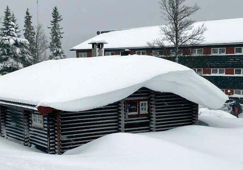 BARE BEGYNNELSEN: Det er meldt om opp mot en meter snå noen steder, og snøværet skal fortsette, også inn i kommende helg.