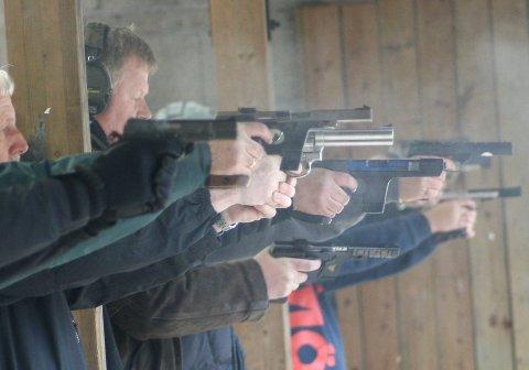 STILLE: Oppegård kommune ba fylkesmannen stoppe all pistolskyting umiddelbart, og i juli er det stille fra skytebanen på Kurud.