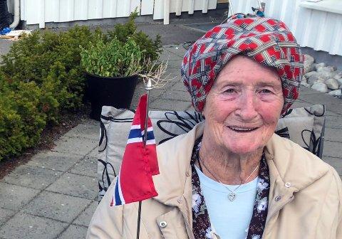 GLEDER SEG: Anne-Lise Andresen (83) har opplevd krigens grusomheter, men også gleden da kongefamilien returnerte fra England i 1954. Torsdag ser hun fram til å møte kronprinsparet i Stavern.