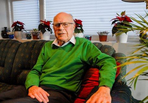 Æresdoktor: Olav Holt er født og oppvokst i Larvik, men bodde 35 år i Tromsø, der han jobbet som professor, rektor og forsker. Fysikeren, som nyter pensjonisttilværelsen tilbake i Larvik, ble i høst utnevnt til æresdoktor ved Universitetet i Tromsø.
