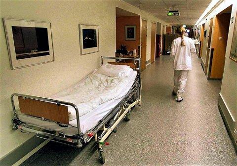 UNDRENDE: Sykepleier Anneli Simonsen undrer seg litt over sine opplevelser etter mulig falsk positiv koronatest.