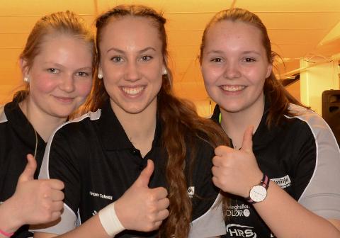 GULLJENTER: Jenny Mathiesen, til venstre, vant gull i single. Nora Kjellås og Andrea Kvernhusløkken sikret gull i double.