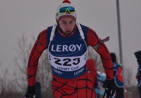 HERLIG REVANSJ: Emil Hage Streitlien viste alle konkurrentene ryggen da han løftet egen prestasjon fra lørdagens sprint og vant fellesstarten i Norges Cupen på Oppdal søndag.