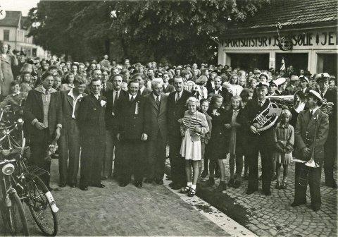Mannskapet på «Sine» ble hyllet utenfor Sjømannsforeningen.