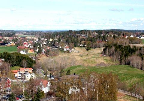 En crossmotorsykkel skaper frustrasjon blant innbyggere på Holøsåsen.
