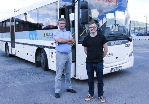 I det nye kollektivtilbudet er det lagt vekt på å gi passasjerer enkel  informasjon som er universelt utformet. Dette er essensielt for å gjøre bussene mer tilgjengelige, forteller Jan Erik Furunes, teknisk sjef og Rune Illum Høgh, areal- og transportplanlegger i Rana kommune.
