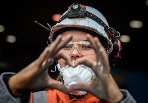 Stine Søreng Haugen (19) har et hjerte for industri og Rana, og vil ha flere jenter inn i fabrikkene.