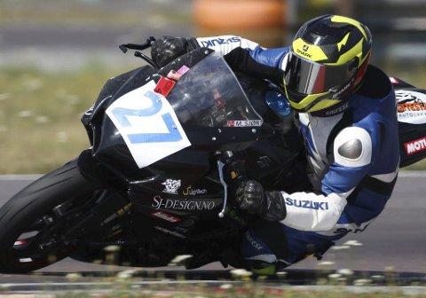 Karierrebeste: Marius Sjørengen vant NM-runden i roadracing i Karlskoga denne helga. Bløt bane viste seg å være en fordel for 38-åringen fra Moelven. FOTO:RENE SKARET