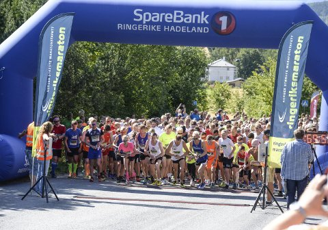I august samler lokalbefolkningen seg etter en hektisk ferietid. Ringeriksmaraton er et av mange bidrag som samler oss.