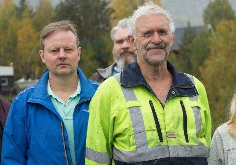 GRATIS: - Hvis de lager en selvfall-løsning, kan de få grave gratis, sier Arne Magnar Amundfoss (til høyre).