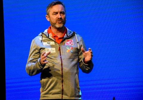 BEDRE NÅ: Clas Brede Bråthen fortalte om hvordan hoppmiljøet har jobbet for å takle endringer. Han er sikker på at Anders Jacobsen ville hatt en enda bedre karriere om han hadde slått gjennom i dag.