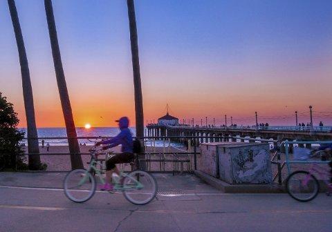 Det koster å være kar i Manhattan Beach, California. Men en sykkeltur langs stranden er nesten gratis. Foto: Kim Pritchard