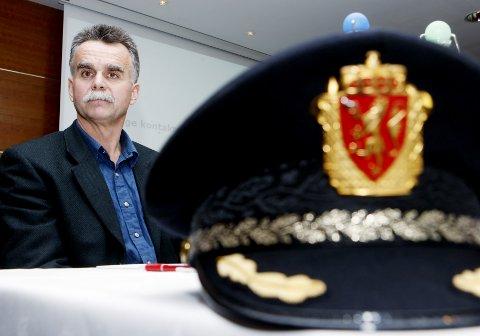 TRIST: Pensjonert politietterforsker Håvard Aksnes håper ikke at Jensen-dommen kommer til å ødelegge folkets tillit til politiet. Her fra pressekonferansen da «Lommemannen» var blitt pågrepet.