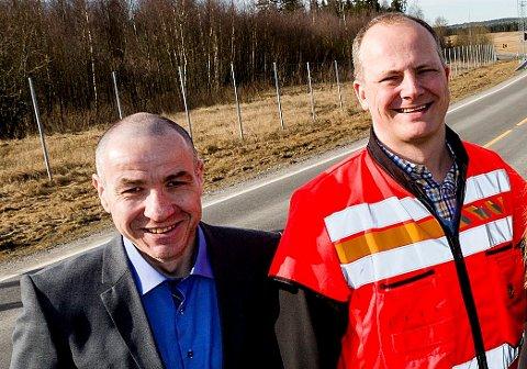 IKKE HELT PÅ LINJE: Ullensaker-ordfører Tom Staahle (t.v.) med partikollega og samferdselsminister Ketil Solvik-Olsen i forbindelse med at en bomstasjon på Nybakk E16 ble fjernet i fjor sommer.