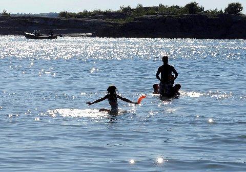 19 GRADER LØRDAG: På Langeby camping ble badetemperaturen målt til 19 grader ved 11-tiden lørdag.