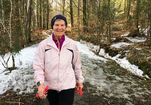 MENTALT OG FYSISK PÅFYLL: – Jeg har en herlig rute jeg bruker rundt tre kvarter på, forteller Eva Nilsen om nærskogen sin på Hunsrød.