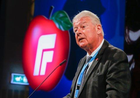 Carl I. Hagen mener Venstre må droppe «klimahysteriet sitt» hvis de skal regjere med Frp.