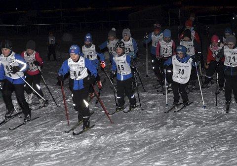 POPULÆRT: Fellesstart var populært under karusellrennet i Båstad. Her har Ole Jakob Arnesen (nr. 64) tatt teten fra start blant de 15 deltakerne i tokilometersløypa.
