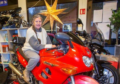 EKSOSRYPE: Marit van Rijnbach (57) har endelig sin egen motorsykkel.