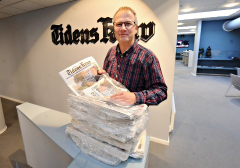 Sjefredaktør Ole Knut Alnæs i Tidens Krav håper og tror at det er fåtallet av abonnentene som vil merke noen forskjell etter at et nytt selskap tar over distribusjon av aviser i distriktene på lørdager.