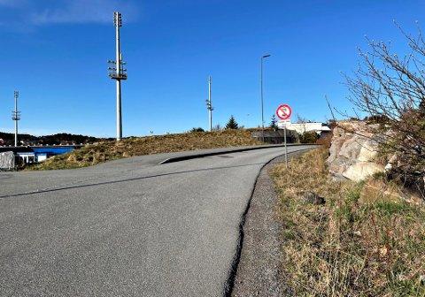 Mellom Magnar Isaksens vei og Makrellsvingen er det en strekning på 50 meter hvor kun bussen har lov til å kjøre. Men beboere i området er stadig vitne til brudd på dette, og torsdag morgen var UP på stedet for å sjekke trafikken.