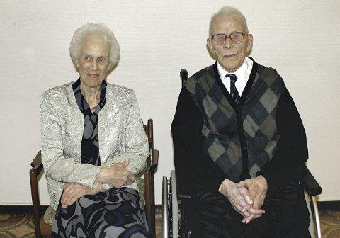 Atombryllup: Aslaug (95,5) og Hjalmar Gregersen (106,5), hadde vært gift i 75 år 12. desember 2017.Foto: Privat