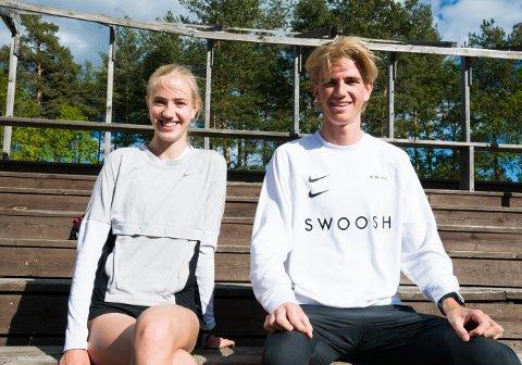 SPREKE SØSKEN: Jonatan og søsteren Leona Vedvik har begge vist flott framgang i årets sesong. Søndag løper de begge NM i terrengløp i Skien. Alt ser du direkte på tb.no.