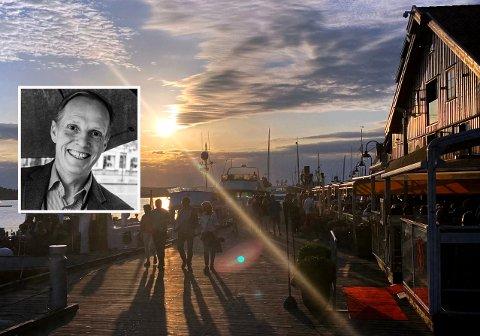 SOMMEROPTIMIST: Espen Grimmert (innfelt) gleder seg til sommeren på Brygga i Tønsberg og tror vaksinen gjør at vi da kan omgås som vanlig igjen.