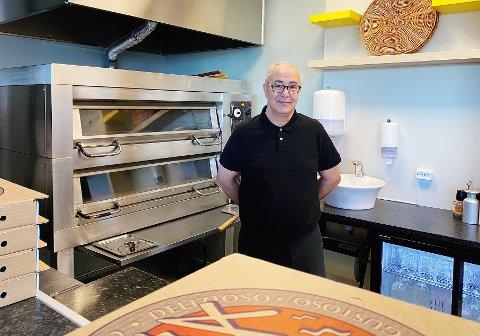 Etter å ha drevet restaurant i Nord-Odal i åtte år Jalel Boukraa, flyttet han og kona til Husøy for å starte opp Pizza Nostra på Føynlandsenteret.