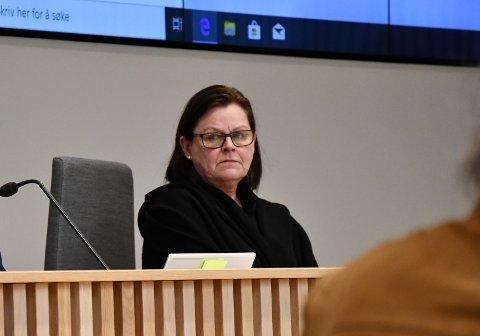 FEILVURDERING: Kommunedirektør Toril Eeg har uttalt at det var en feilvurdering å gi enkelte i kommunens ledelse vaksine. Men hun vil ikke fortelle hvem som har fått den.