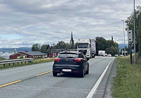 BLINKET JEVNT: I løpet av 2019 og 2020 ble 1.024 bilførere fotografert av denne fotoboksen på Skatval i Stjørdal.