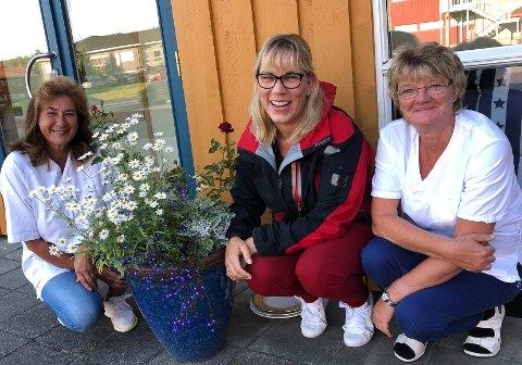 Mariann Myhre (fra venstre), Hannelore Karlsen og Gunvor Nes inviterer til tombola.