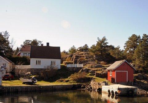 Aslak Askland fra Åmli har kjøpt Holmesundveien 121 for 7,7 millioner kroner av Thomas Larsen og Liv M. Klingenberg Larsen.