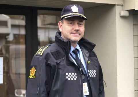 Politikontakt: Odd Arvid Bjørnbakk er politikontakt i Åmli og Vegårshei, med kontorsted i Åmli. Fra 1. oktober skal bemanningen styrkes ved politistasjonen i Åmli.Arkivfoto