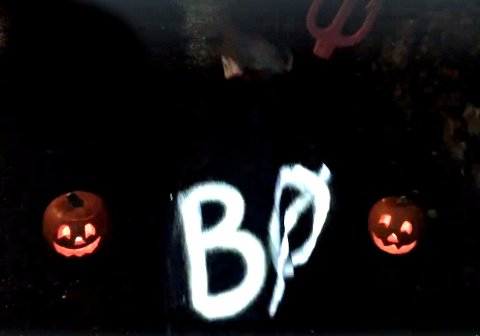 Refleksspray: Refleksvest er ikke nødvendigvis det kuleste til halloweekn-antrekket, men refleksspray kan være en god ertsatter slik at man fremdeles blir sett.