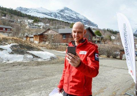 REISTE NED: Bjørn Olav Søndrol, leder i Grindaheim Røde Kors, ble kalt ned for å bistå med ambulanse onsdag morgen da storalarmen gikk. Bildet er fra april, da Søndrol hadde et nettmøte med kronprinsparet om Røde Kors i Vang.
