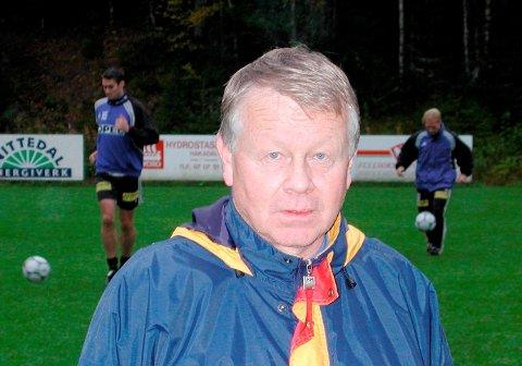 ANNO 2001: Terje, der han har tilbragt «halve livet», på Slettmoen. fotballstadion, nord i Hakadal.