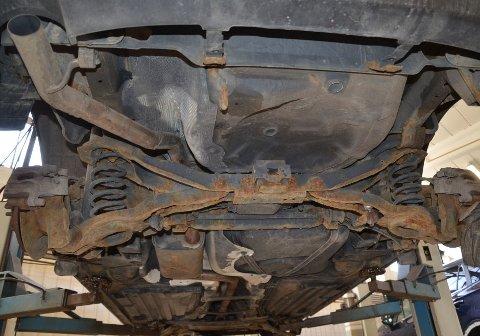 SJOKKERENDE: Du tror kanskje dette er en gammel bil? Det er det ikke - denne har rullet på østlandsveiene i bare drøyt fire år. Foto: Frank Williksen