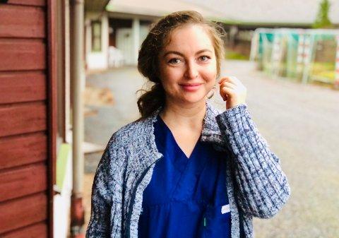 Carina David, som er sykepleier på Tunet og hovedtillitsvalgt i Norsk Sykepleierforbund, sier at rosen fra nærmeste leder og fra de pårørende ga henne energien til å stå på.
