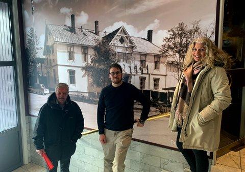 Samarbeid: Bergstadens Hotel og Destinasjon Røros er enige om at samarbeidet nå fortsetter. F.v. Hans Vintervold, styreleder i Destinasjon Røros, Kenneth Ericson, hotelldirektør Bergstadens hotell og reiselivssjef Tove Martens.